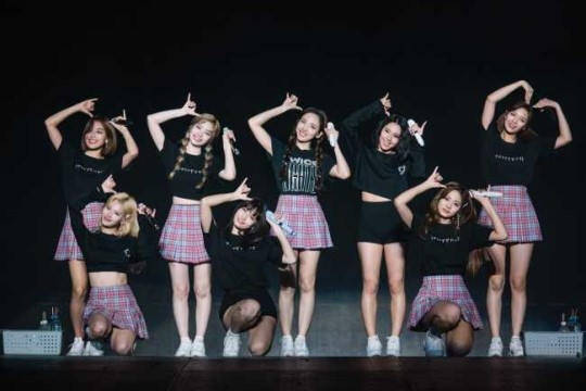 TWICE's first U.S. tour has successively finished with 41,000 fans since their debut