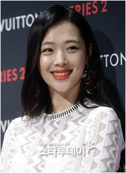 "Movie 'Persona 2' official saying "" Unsure whether they will release Sulli's filming or not."