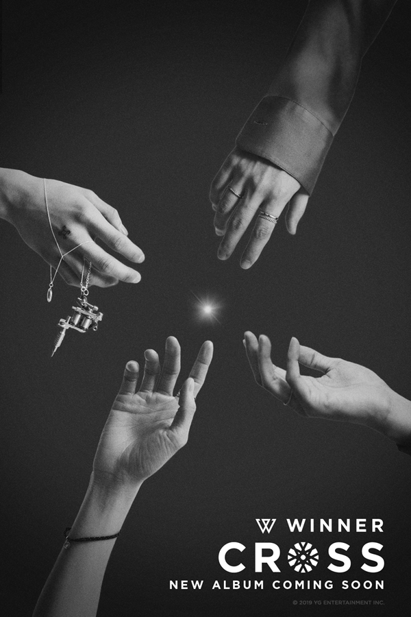 `` Four Lights → Hands of Four Members '' ... Winner Unveils Second Album Poster