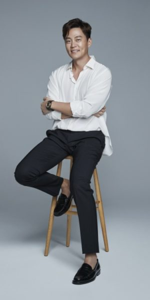 Lee Seo Jin donates 100 million won… First Honor Society Member in 2020