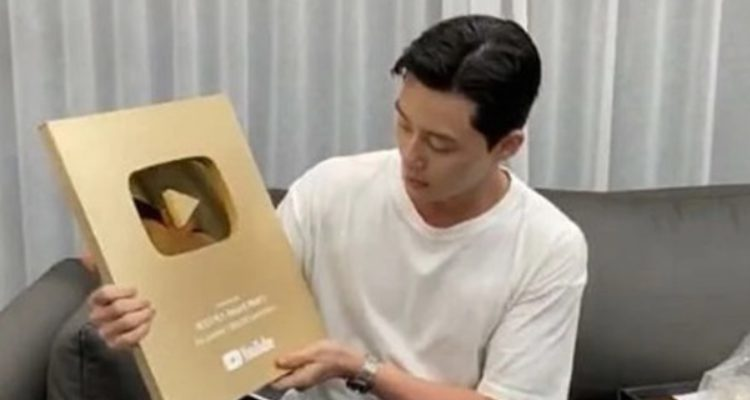 Park Seo-joon received Gold Play Button after hitting 1 million YouTube subscribers