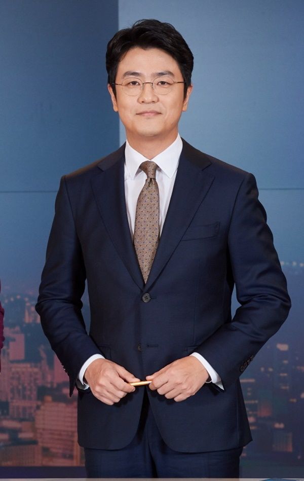 "Choi Dong-seok leaves the 9 o'clock news, due to health problems → doctor recommended him to take a rest"" [Full text]"