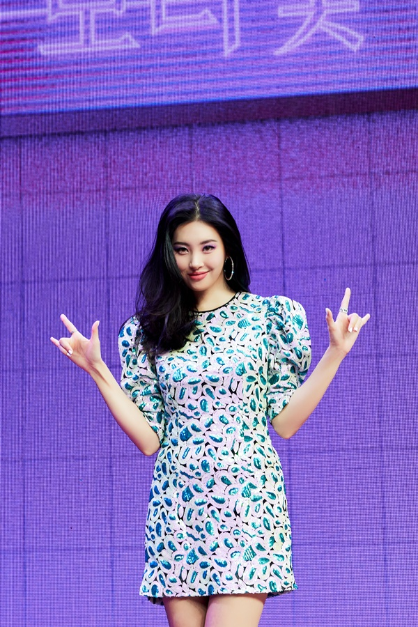 "Sunmi ""Hwasa·Chungha and simultaneously comeback? I focus on music rather than competition"""