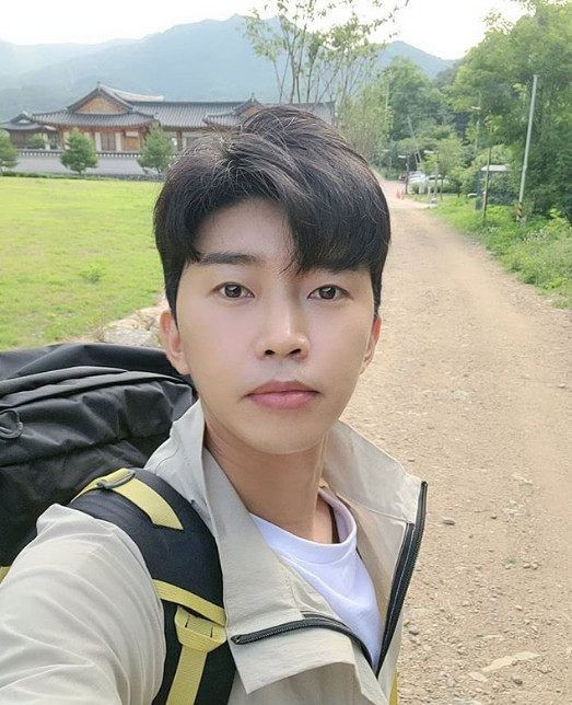 "Lim Young-woong, carrying a backpack and showing his cuteness...""Young-woong's Day"""