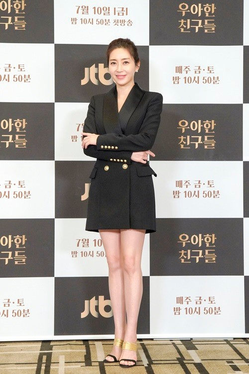"""Elegant Friends"" Song Yoon-ah ""A work that came when I lost my confidence and was in the dark"""