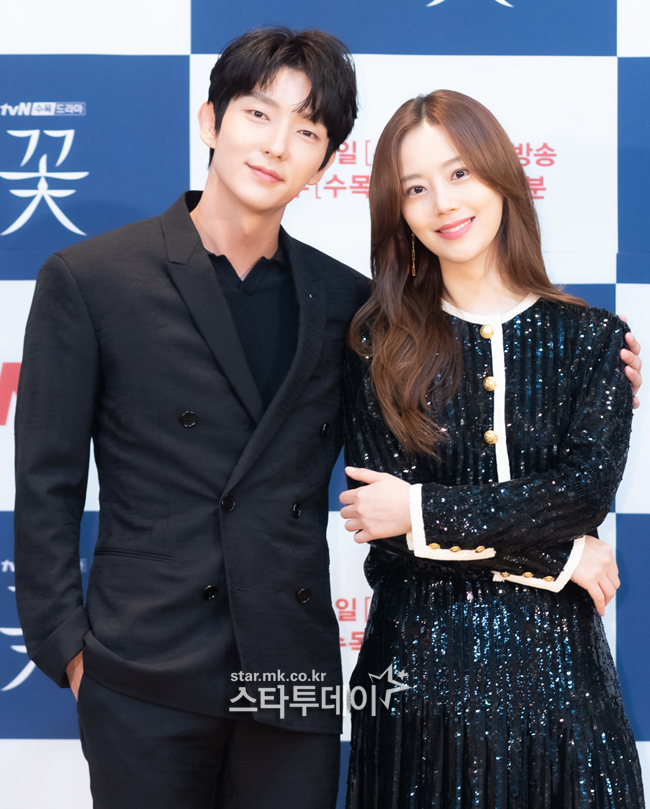 [Photo] Lee Jun-ki and Moon Chae-won attended to the production presentation, looking friendly