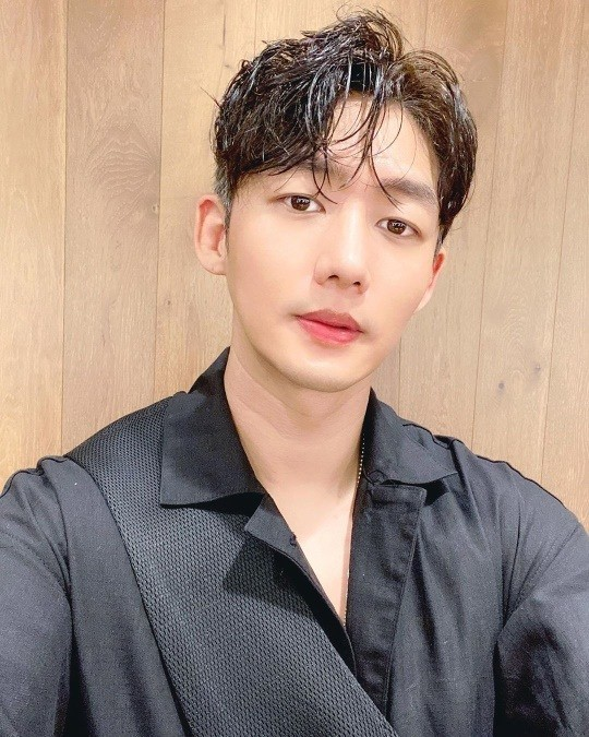 "Lee Tae-sung, caution the victim of SNS impersonation... ""Don't be fooled"""