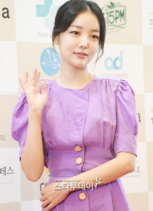 [Photo] Moon Ji-in, faint beauty