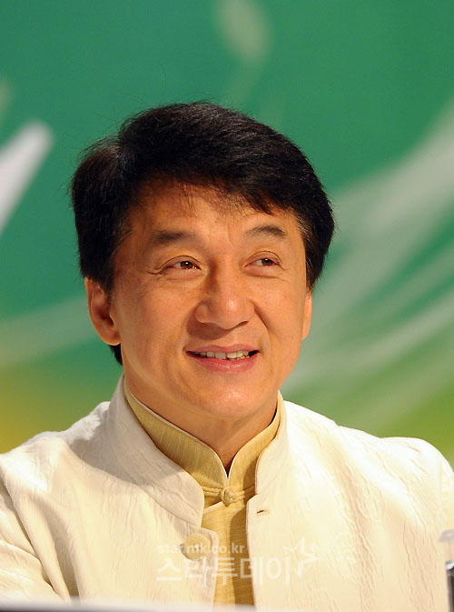 Why is Jackie Chan's two super-luxurious apartments in Beijing are appearing on auction?