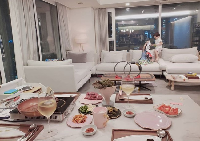 Hyun-young unveils luxury house like a hotel...'The luxury of the CEO who records 8 billion sales'