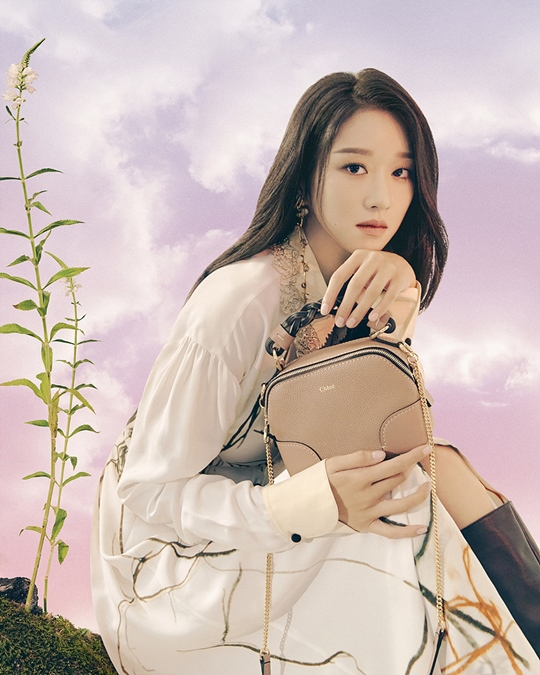Seo Ye-ji, a fairy tale fashion pictorial...'Gorgeous + Elegance'