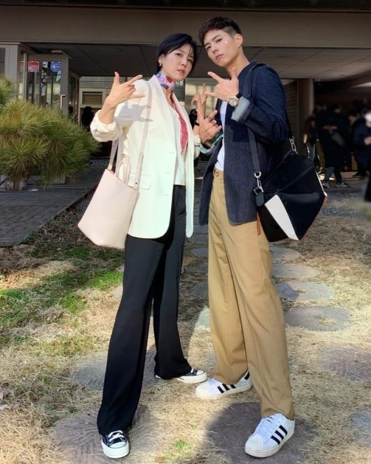 "Shin Dong-mi, a photo with Park Bo-gum ""Please tune into watching 'Youth Record'"""