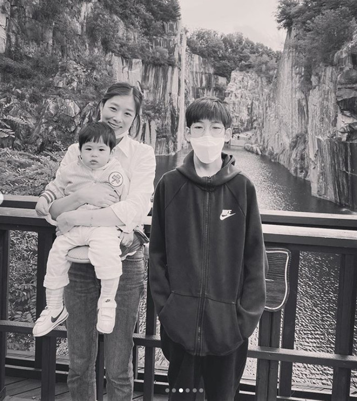 Jang Shin-young and Kang Gyeong-jun had a fun holiday with children
