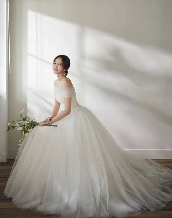 Jang Ye-won's sister, Jang Ye-in, announces the marriage