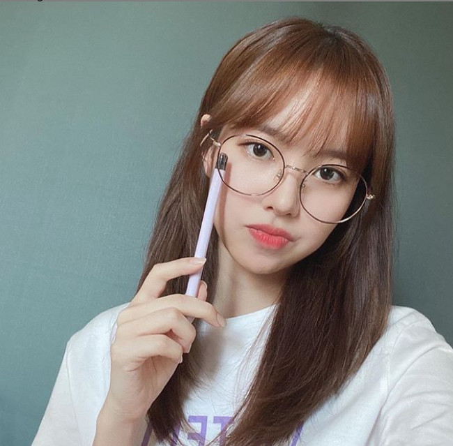 Jin Se-yeon, 'innocent fairy beauty' wearing round glasses
