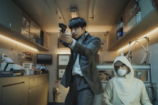 "Director 'Seobok' ""I write while thinking about Gong Yoo…I am satisfied with his cool action"""