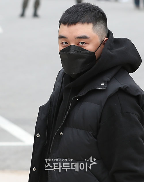 Seungri's military trial postponed to December due to the surge of COVID-19