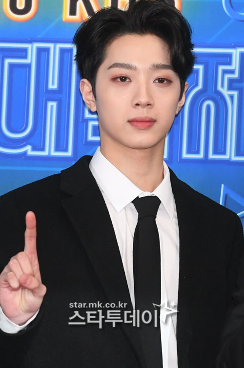 "Lai Kuan-lin apologizes, ""wrong behavior"" in controversy over street smoking + spitting"
