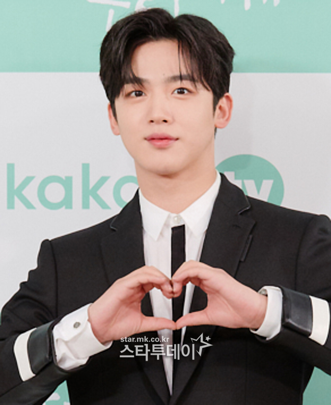 [Photo] Kim Yohan, warm hand heart