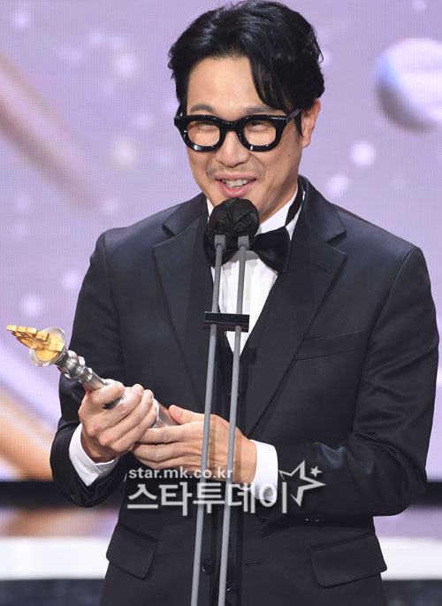 Haha, joining the narration of 'The Return of Superman'... Successor to Do Kyung-wan