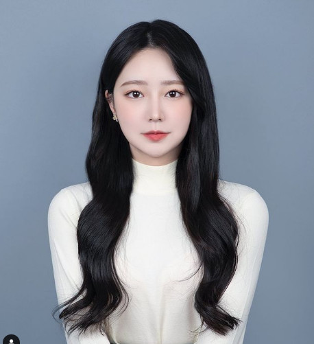 "YouTuber Lee Min-young warns against online trolls ""Self-sufficiency through plastic surgery? There are limits to enduring"""