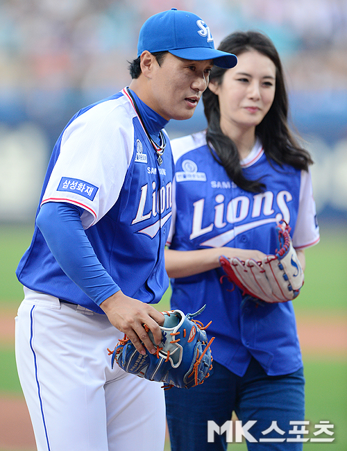 "Lee Seung-yeop ans his wife Lee Song-jung, late childbirth… ""I became the father of three sons."""