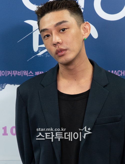 Yoo Ah-in is considering about appearing Kang Hyung-cheol's new work 'High Five'