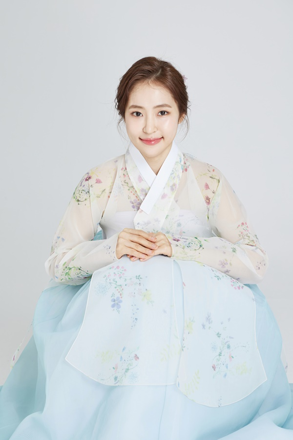 """[Hanbok Interview ①] Hong-ja """"New Year X Mystic, I think the new year will be a great time to me"""""""