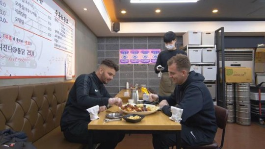 'Welcome, First Time in Korea?' Liverpool FC coach Peter X Robin tears during spicy whole chicken challenge