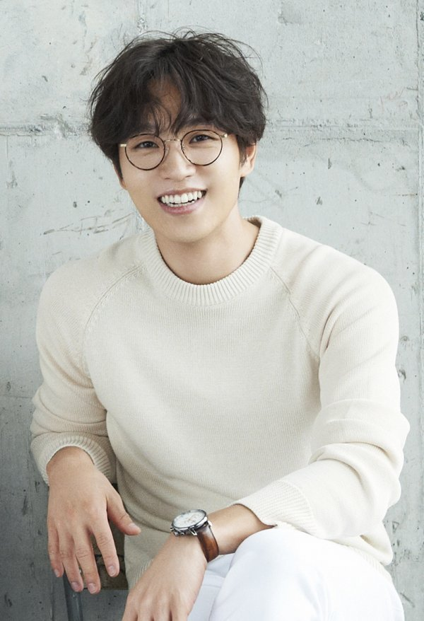 Lee Seok-hoon plays the role of Fersen in the musical 'Marie Antoinette' [Official]