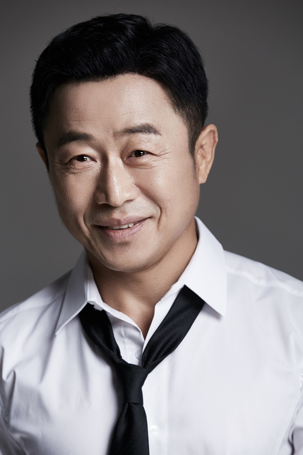Lee Moon-sik's exclusive contract with Star Hue Entertainment [Official]