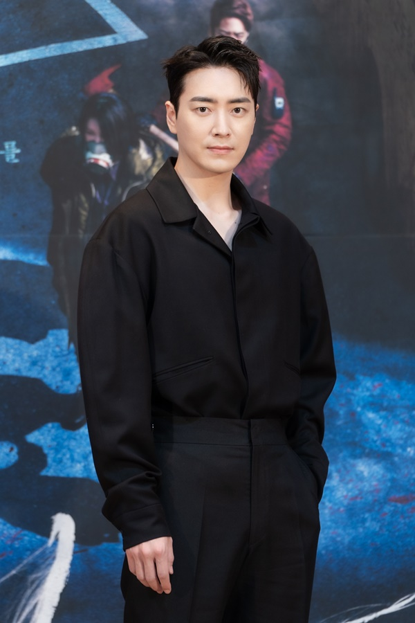"""'Dark Hole' Lee Jun-hyuk """"Compared to 'Stranger'? There is no pain to memorize, but the body hurts."""""""
