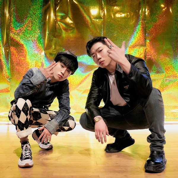 Changmo features D.Ark's new album... 'High School Rapper 4'relationship