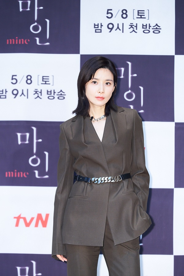 """'Mine' Lee Bo-young """"Easy and fun to read the script…I have a lot of expectations"""""""
