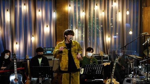 'Famous Singer Exhibition' Lee Seung-yoon reveals his own song in front of his role model, Lee Jeok